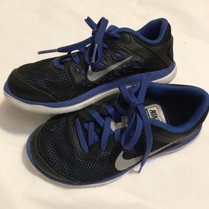 Nike Shoes - Nike flex 2016 Running 🏃 Sneakers